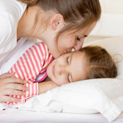 Help wake up kids in the morning and get the day started on the right foot. Waking up kids, how to get your child out of bed in the morning without a battle.