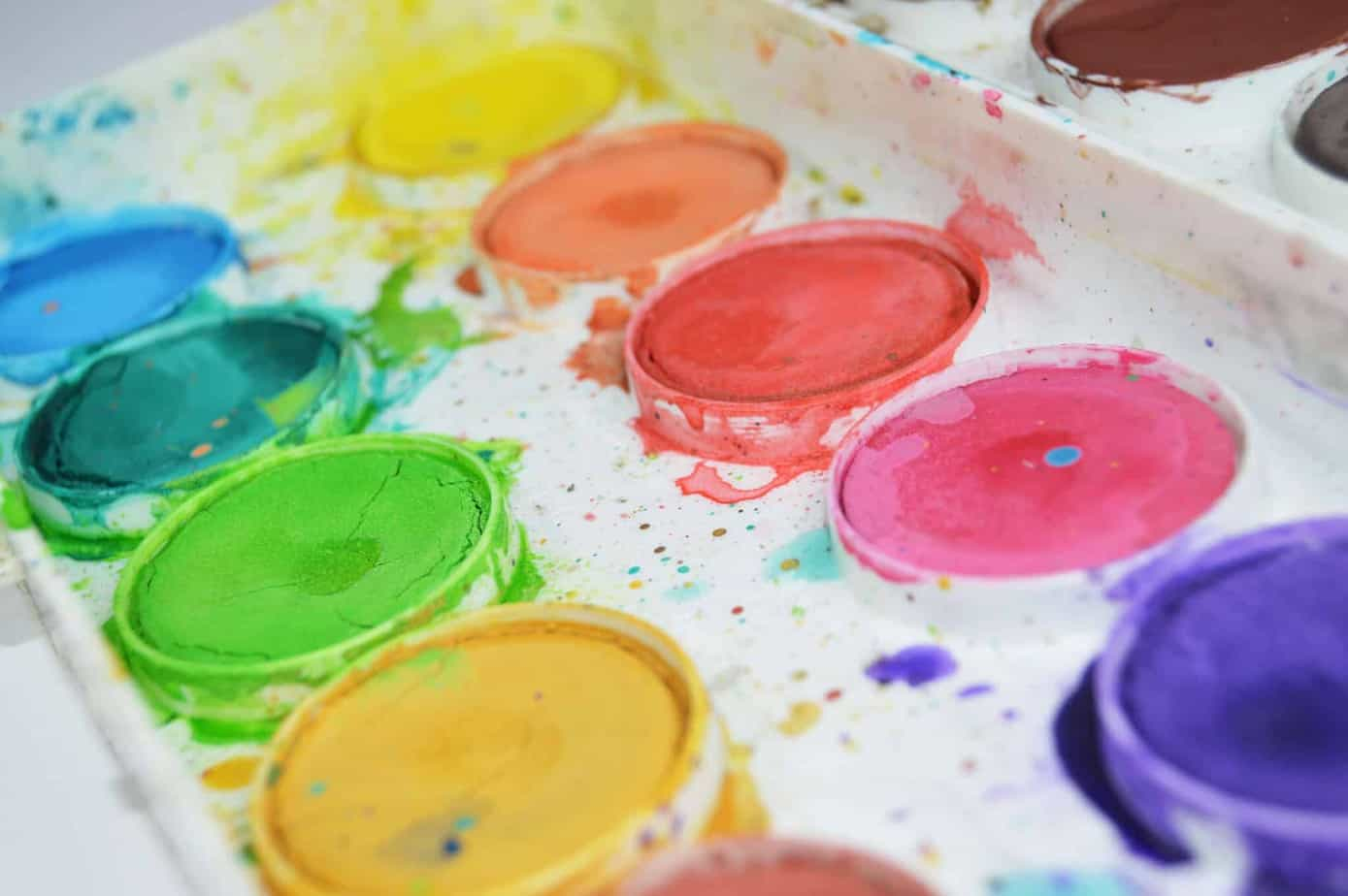let your kids paint with watercolors and water for a quick 20-minute quiet time that is easy to set up and quick to clean up