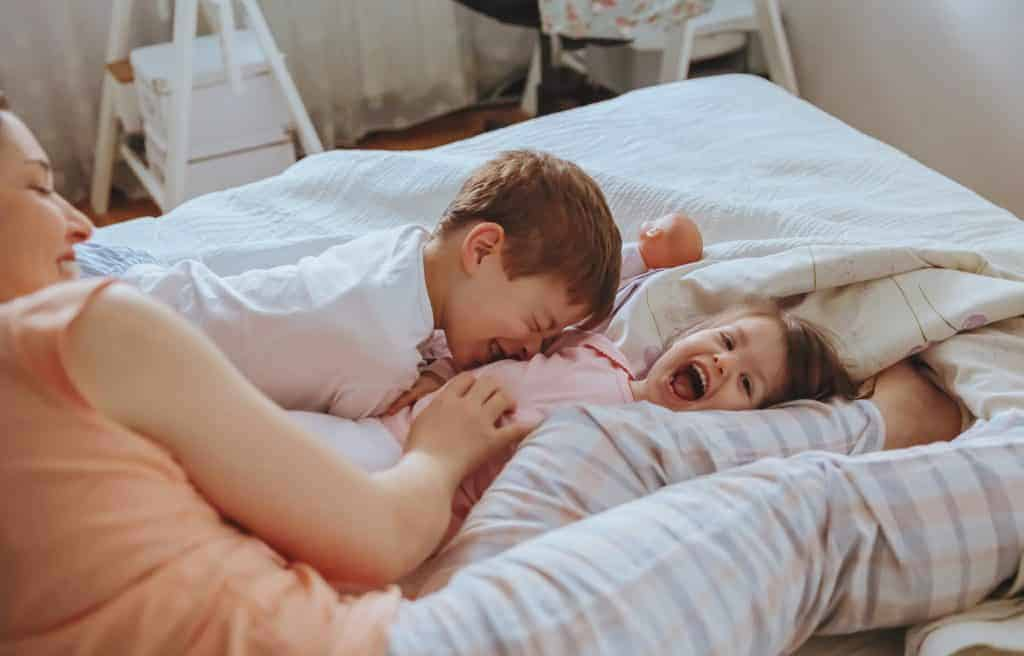 Effective Daily Habits to be a Happy Stay at Home Mom even when motherhood gets chaotic and messy.
