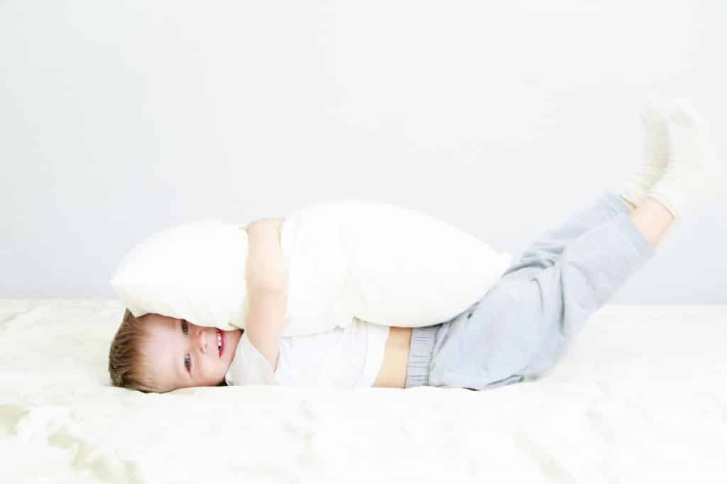 Common Toddler Sleep Problems and How to Correct Them. Kid's Common Sleep Problems. Fix Child Waking Up in the middle of the night, Fighting Bedtime and fighting naps.
