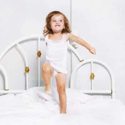 Is it time to move your toddler to a big kid bed? Are they climbing out of the crib or simply too big? How to make the transition to a big kid bed a smooth and easy one. Making the transition to a big kid bed as easy as possible for everyone. Tips to transition to a big kid bed. Things to know before you move to a big kid bed. #bigkidbed #movetoabigkidbed #transitiontoabigkidbed #movingoutoftheircrib