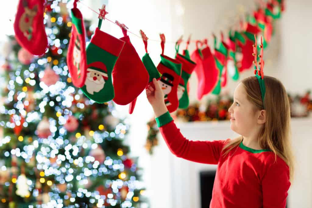 How to have an Intentional Christmas with kids. 5 Humble Holiday Traditions that are guaranteed to make December a magical experience for your family.