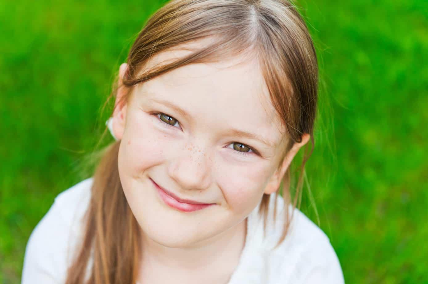 9 positive parenting tips for raising confident kids & nurturing self esteem. Boost your child's confidence & set them up for having positive self esteem.