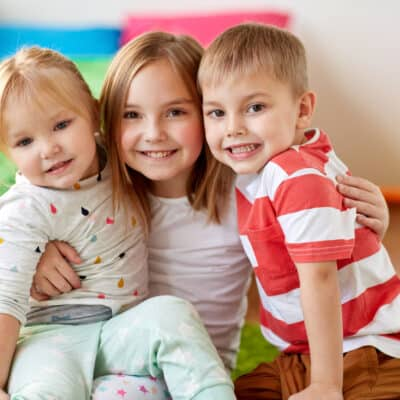 How parents can help siblings get along while nurturing their individual needs and the sibling bond. 10 positive parenting tips to help siblings get along.