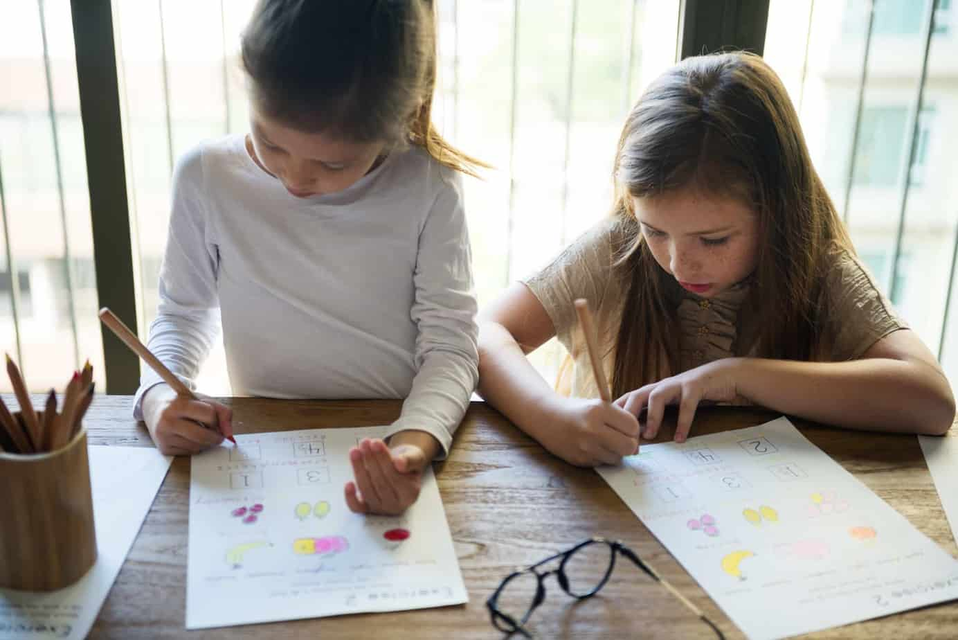 Are you considering homeschooling your kids this year or possibly in the future? This is a real-life list of pros and cons of homeschooling to help you make an informed and confident school choice decision.