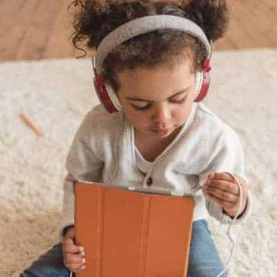 10 simple ways to limit screen time with children. Positive habit-forming ways to create an unplugged family life & raise healthier, more balanced children.