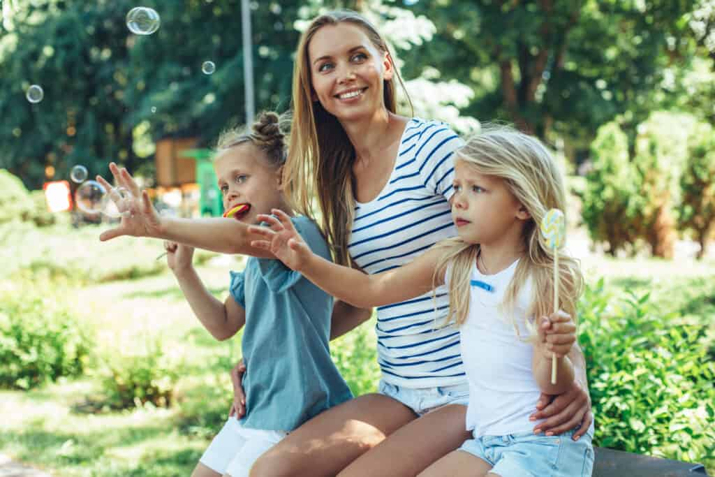 Cut the stress Mama. Surefire strategies to live with less stress and be a more peaceful parent. Tips to help you eliminate the stress in your life.
